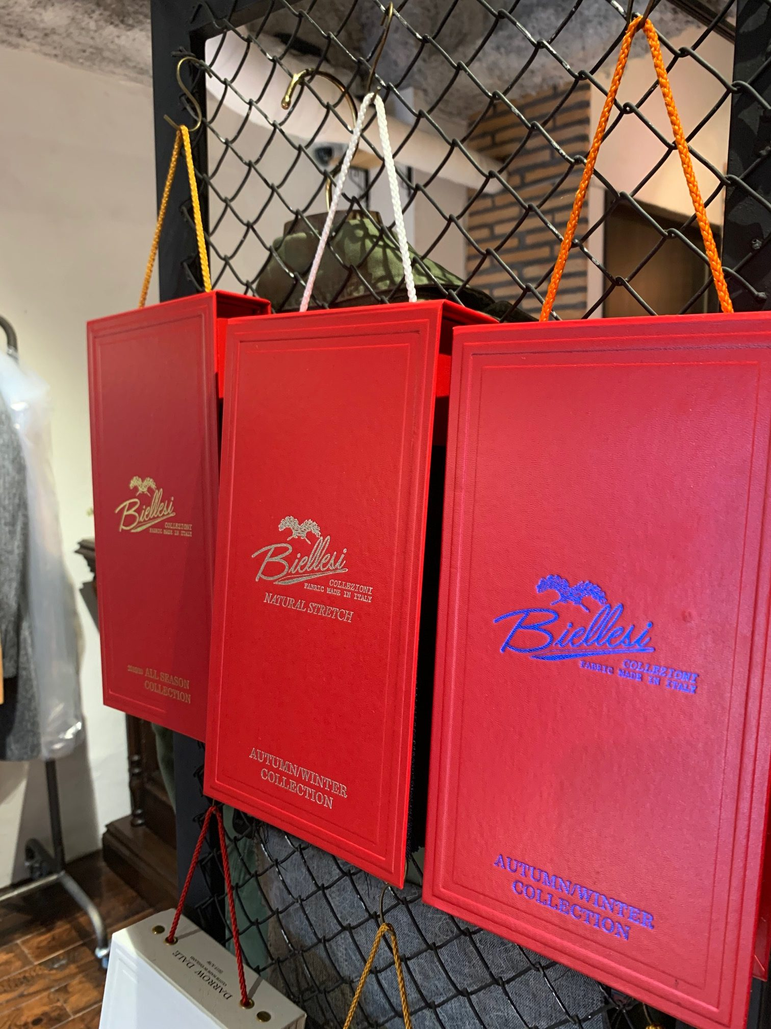 image0 2 e1572159121194 - オーダースーツのおススメブランド(サルトクレイスで一番売れているのは?)