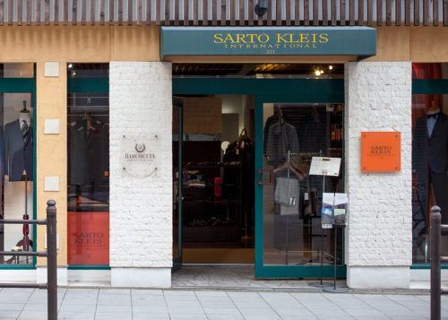 06774 shop 57 72 2 500x357 - 結婚の挨拶を控えた男性が訪れるオーダースーツ店が大阪にあるらしい【PR】