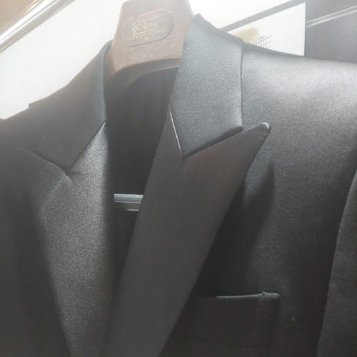 DSC 0206 500x500 - 黒スーツの魅力-スタッフの新しい一着-