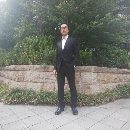 DSC 0215 500x500 - 黒スーツの魅力-スタッフの新しい一着-