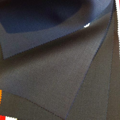 DSC 0801 500x500 - ミニマリストの私が1着だけスーツを持つなら
