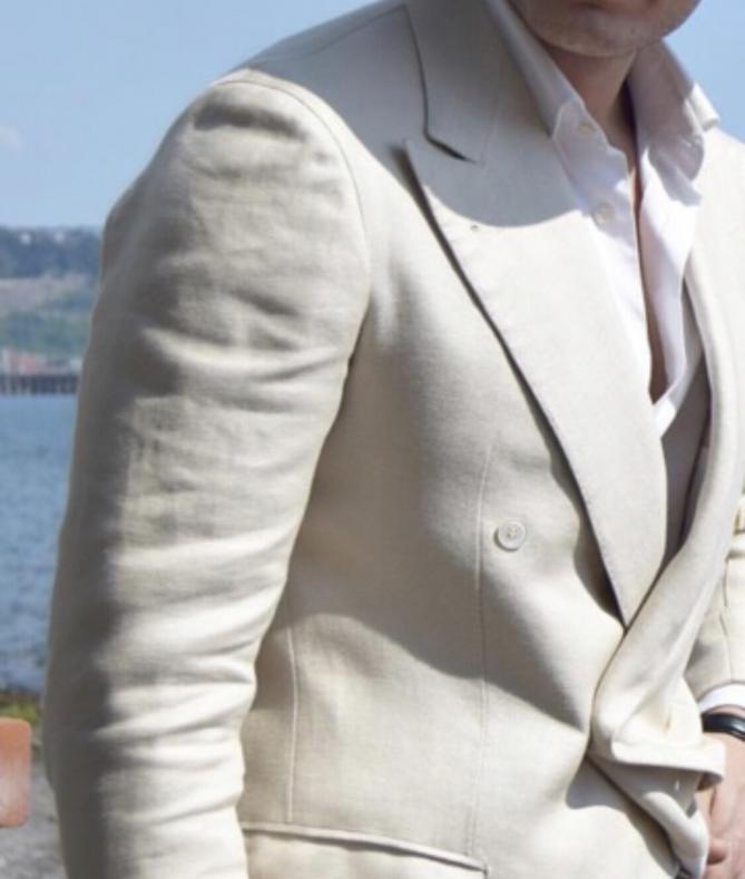 IMG 9316 669x789 - 白いスーツは難しい?