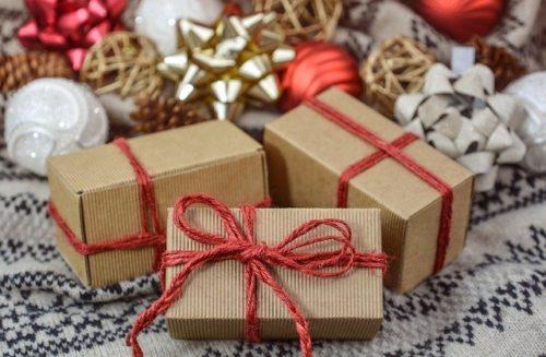christmas 3015776 640 500x327 - 30代男性へのプレゼント、オーダーシャツギフト券とは?