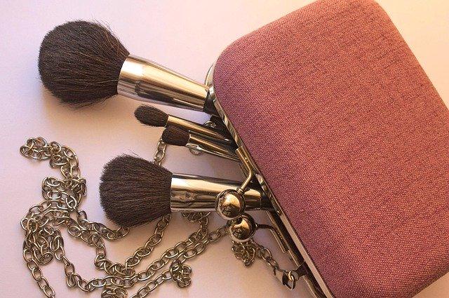 cosmetics 3583601 640 - 春先取り、ペールカラー楽しんでみません?