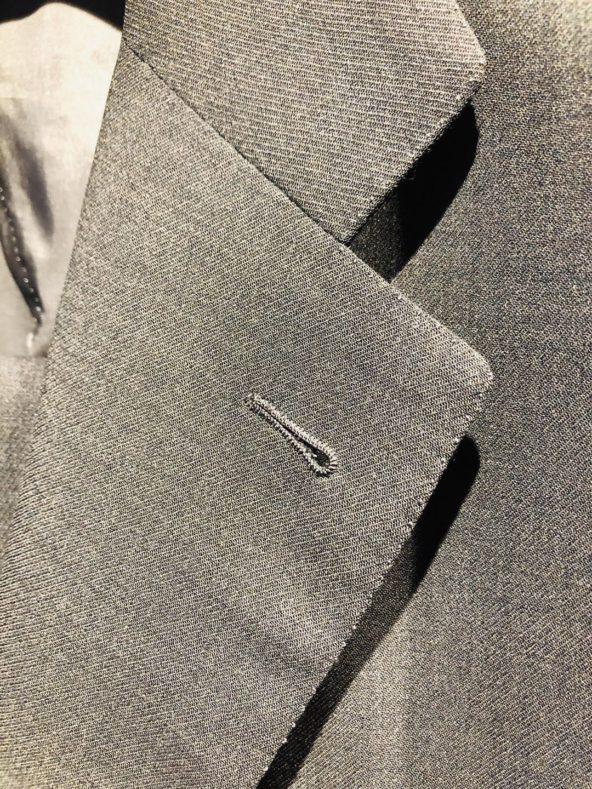i 1 592x789 - ハンドメイドのスーツを喰らう