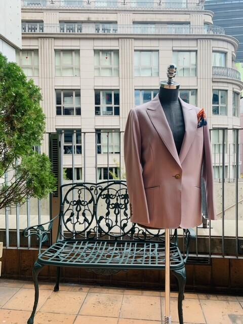 image0 11 3 - 秋冬に着こなすピンクのレディーススーツ