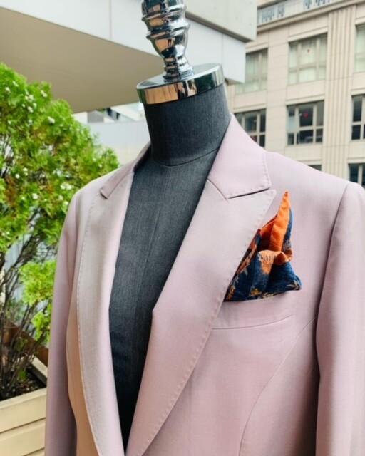 image1 3 11 - 秋冬に着こなすピンクのレディーススーツ