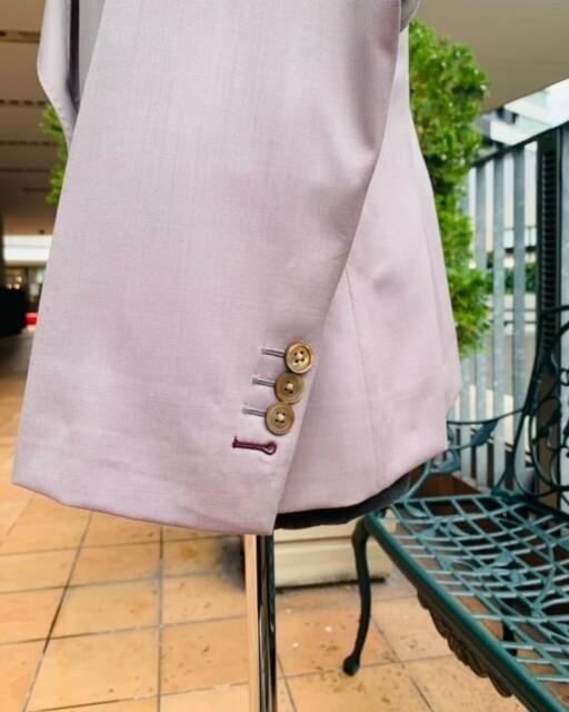image2 2 10 - 秋冬に着こなすピンクのレディーススーツ