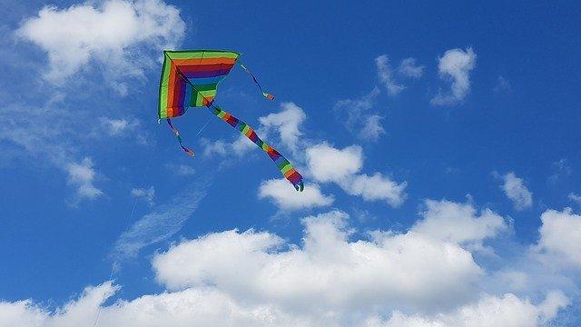 kite 2667477 640 - トレンド真っ盛り!旬のワイドパンツでいつものスーツスタイルに変化を。