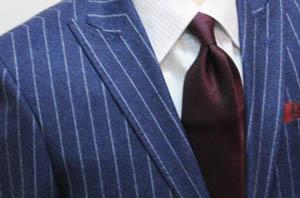 衿芯には、熱や湿気に強い麻織物素材を使用。伸縮の無いこの素材がハリのある衿を生み出します。