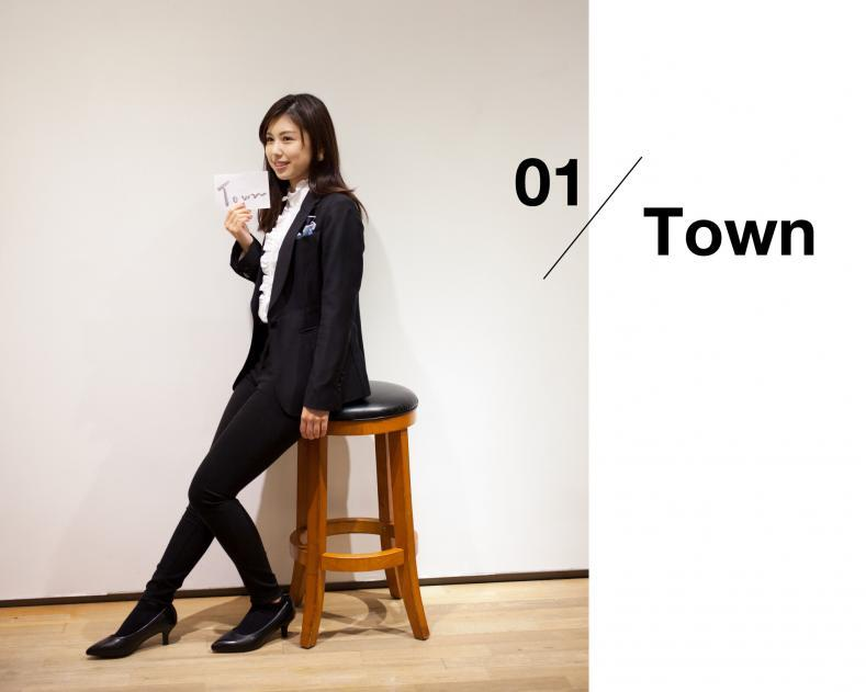 ladies scene01 town 789x631 - NU茶屋町店 & 梅田BREEZE店 限定ライン レディーススーツ