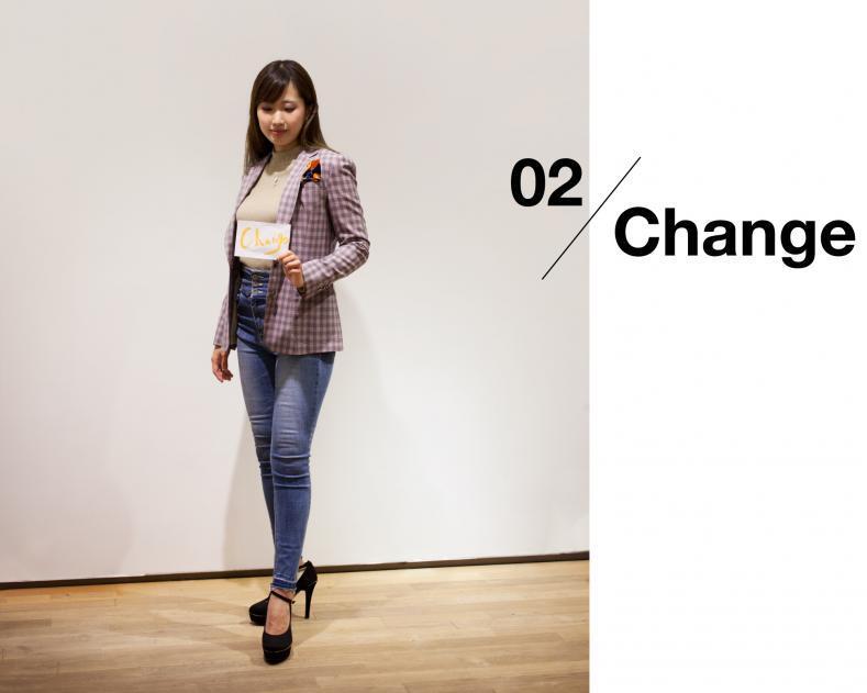 ladies scene02 change 789x631 - NU茶屋町店 & 梅田BREEZE店 限定ライン レディーススーツ