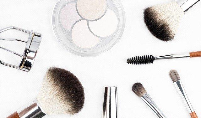 makeup brush 1768790 640 - 春先取り、ペールカラー楽しんでみません?