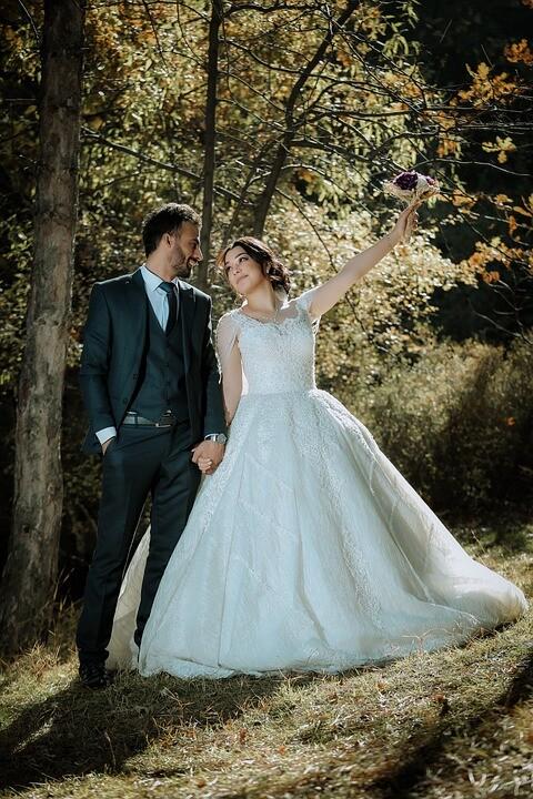 newlyweds 5779483 960 720 - 結婚式用フォーマルスーツのオーダー例