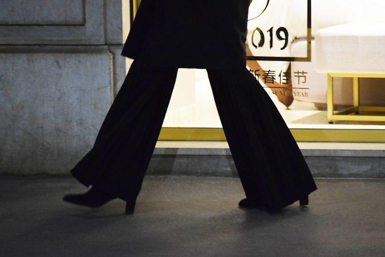 photo 1551374332 2c48196ae690 1 789x526 - トレンド真っ盛り!旬のワイドパンツでいつものスーツスタイルに変化を。