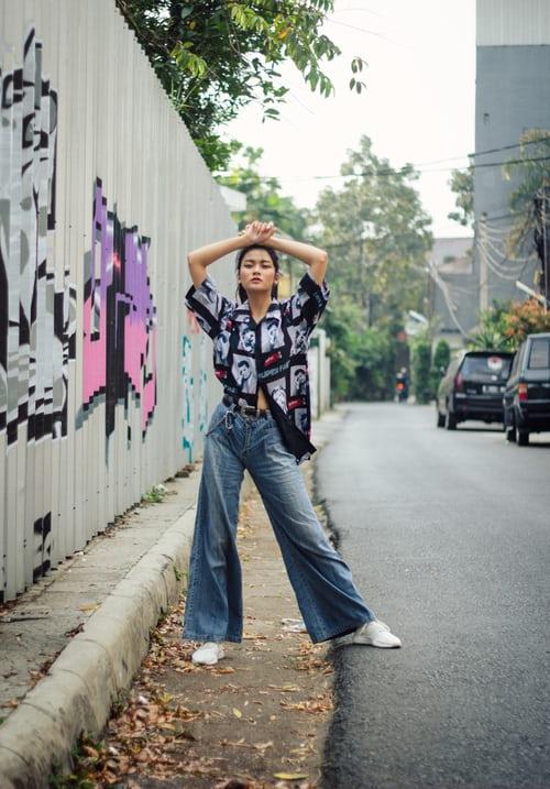 photo 1563463782686 53f3cd42e22f 1 - トレンド真っ盛り!旬のワイドパンツでいつものスーツスタイルに変化を。