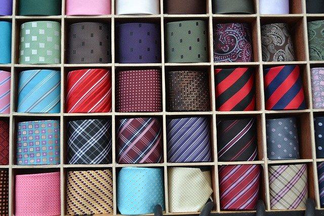 silk tie 2846862 640 - ニット、着てますか?
