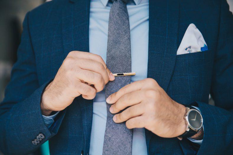 suit and tie 1 789x526 - 卒業式、どんなスーツ着ますか?